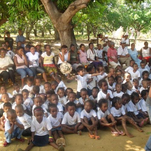 Enfants dans une école à Madagascar